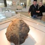 Метеорит «Челябинск» в одном из залов Краеведческого музея Челябинска Фото: Александр Кондратюк / РИА Новости
